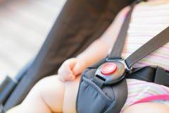 Zakończenie czerwony guzik z dziecko ręką Zdjęcie Stock