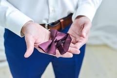 Zakończenie dżentelmen jest ubranym czerń krawat zdjęcie royalty free