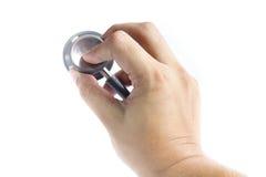 Zakończenie doktorski używa stetoskop, ostrość na stetoskopie Obraz Royalty Free