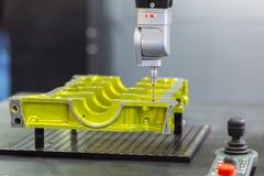 Zakończenie dotyka up sonda Automatyczna Równorzędna pomiar maszyna zdjęcie royalty free