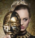 Zakończenie dziewczyna z barok maską Zdjęcie Royalty Free