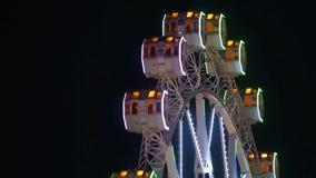 Zakończenie Ferris koło wirować przy nocą zdjęcie wideo