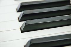 Zakończenie Fortepianowa klawiatura centred na Ab z obfitością biały sp Zdjęcia Stock