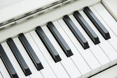 Zakończenie Fortepianowa klawiatura centred na Ab z obfitością biały sp Obraz Stock