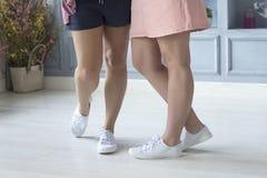 Zakończenie fotografia gładkie żeńskie nogi Obraz Stock