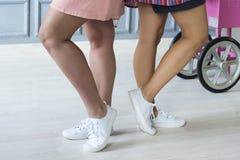 Zakończenie fotografia gładkie żeńskie nogi Zdjęcie Stock