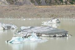 Zakończenie góra lodowa na Tasman Lodowiec Śmiertelnie jeziorze w Nowa Zelandia Zdjęcie Stock