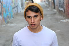Zakończenie introverted młoda samiec fotografia royalty free