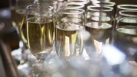 Zakończenie iskrzaste szampańskie tace Zimny szampan zdjęcie wideo