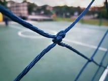 Zakończenie kępka błękit sieć Wokoło Małego boisko do piłki nożnej Fotografia Stock