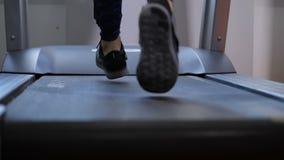 Zakończenie Kobiet sneakers biegający na karuzeli 4K zwalniają mo zbiory wideo