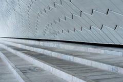 Zakończenie kroki przeciw dekoracyjnemu białemu ceramicznemu ściana z cegieł Zdjęcie Royalty Free
