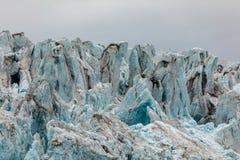 Zakończenie lód lodowiec Błękita lód z chmurnym niebem above Svalbard, Spitsbergen Obrazy Stock