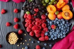 Zakończenie lato owoc sałatkowi jagody i Zdjęcie Stock