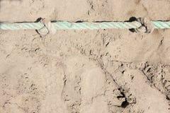 Zakończenie linowe kępki na piasek plaży Zbawczy pojęcia wybrzeże zdjęcie stock