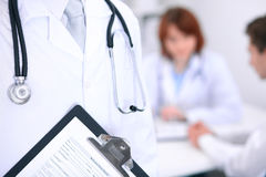 Zakończenie męska lekarka w tle pacjent Obraz Royalty Free
