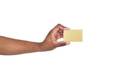 Zakończenie męskiego ręki mienia klingerytu pusta karta Obrazy Stock