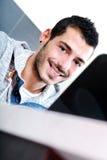 Zakończenie młody człowiek z laptopem Zdjęcia Stock