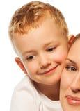 Zakończenie mała chłopiec z matką Zdjęcia Stock