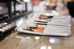 Zakończenie makeup up szczotkuje ustalonego lying on the beach w piękno salonie Obraz Royalty Free
