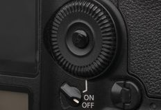 Zakończenie makro- strzał nowożytna cyfrowa SLR kamera Szczegółowa fotografia czarny kamery ciało z klasycznym szerokim apertura  zdjęcia royalty free