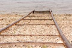 Zakończenie metalu drymby dla spadku łodzie na wodzie Obrazy Stock