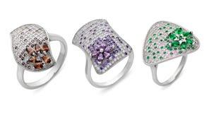 Zakończenie na trzy srebnych pierścionkach różni kształty zdjęcie royalty free