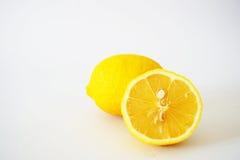 Zakończenie nacięte cytryny w białym tle Fotografia Stock