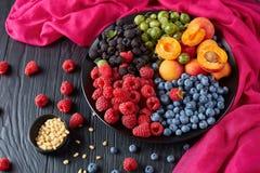 Zakończenie owoc i jagody sałatkowi Obraz Royalty Free