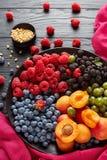 Zakończenie owoc i jagody sałatkowi Obraz Stock
