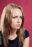Zakończenie portret ładna uważnie dziewczyna Zdjęcie Stock