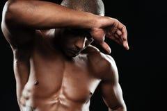 Zakończenie portret młody mięśniowy afro amerykański sporta mężczyzna, ch Fotografia Royalty Free