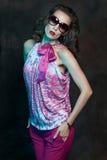Zakończenie portret oszałamiająco kobieta model wewnątrz Fotografia Royalty Free