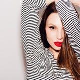 Zakończenie portret piękna kobieta z jaskrawym makeup Zdjęcia Stock