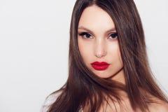Zakończenie portret piękna kobieta z jaskrawym makijażem Zdjęcia Royalty Free