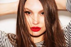 Zakończenie portret piękna kobieta z jaskrawym makijażem Zdjęcia Stock