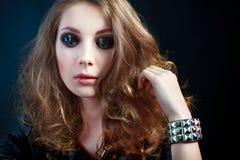Zakończenie portret piękna młoda kobieta w grunge stylu Zdjęcie Royalty Free