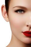 Zakończenie portret seksowny caucasian młoda kobieta model z glamo fotografia stock