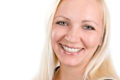 Zakończenie portret uśmiechnięta młoda kobieta Zdjęcia Royalty Free