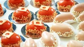 Zakończenie, różnorodność wyśmienicie desery, torty pod lodowaceniem świąteczny wystrój, cukierki bar, ciasteczek arcydzieła zbiory wideo
