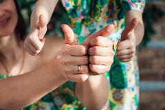 Zakończenie ręki dziecko i matka Zdjęcie Stock