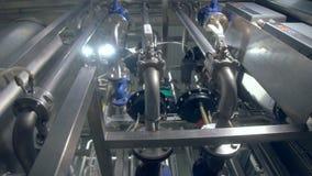 Zakończenie rośliny ` s wyposażenie Rurociąg i zbiornik dolly 4K zdjęcie wideo