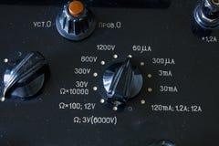 Zakończenie rocznika antyczny voltmeter obrazy stock