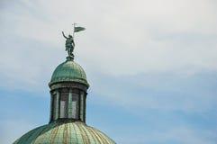 Zakończenie rzeźba na kopuła wierzchołku kościół w Wenecja obraz stock