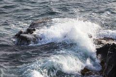 Zakończenie skała up wyrzucać na brzeg przy Santorini grka wyspą Zdjęcia Stock