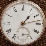 Zakończenie stary niezawodnego srebra kieszeniowy zegarek fotografia royalty free