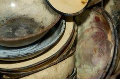 Zakończenie starzy będący ubranym metali talerze Fotografia Stock