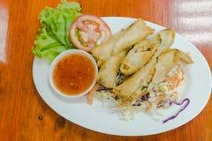 Zakończenie, Tajlandzki jedzenie: Smażyć wiosen rolki z krabem i warzywami, p Zdjęcie Royalty Free