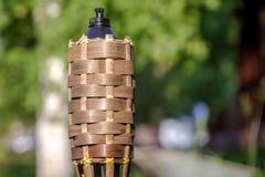 Zakończenie tradycyjny bambus podkłada ogień nafcianą lampę na natury tle fotografia royalty free