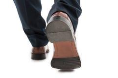 Zakończenie tylny widoku biznesowego mężczyzna butów elegancki chodzić obrazy royalty free